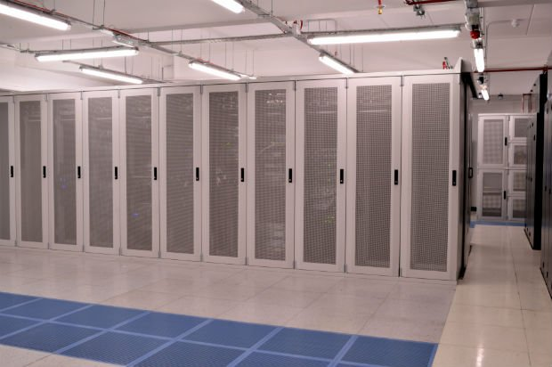 Dedicated vs cloud server hosting: Which is most resilient?