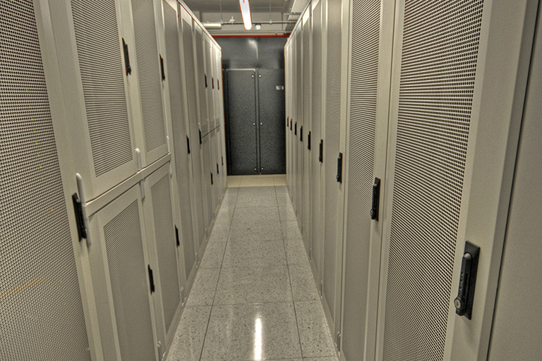 What's the difference between VPS and cloud server hosting?