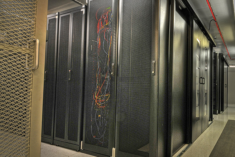 Go hybrid – combine colocation and cloud services under one roof