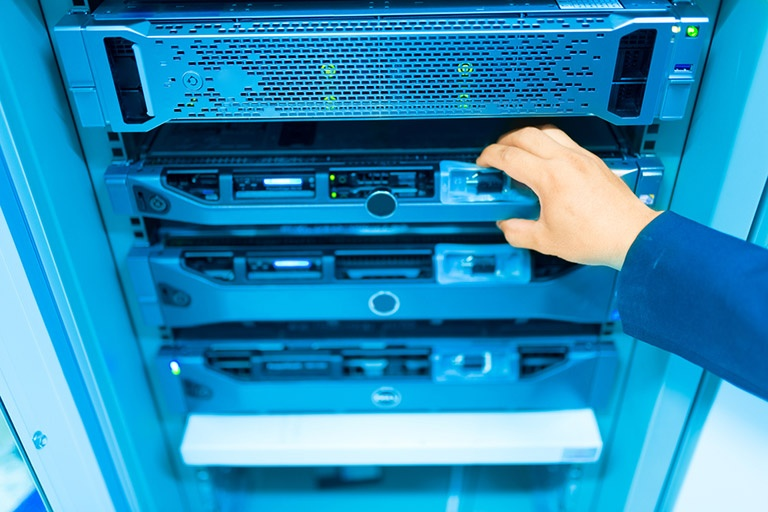 Choosing a dedicated server hosting service: 5 factors to consider